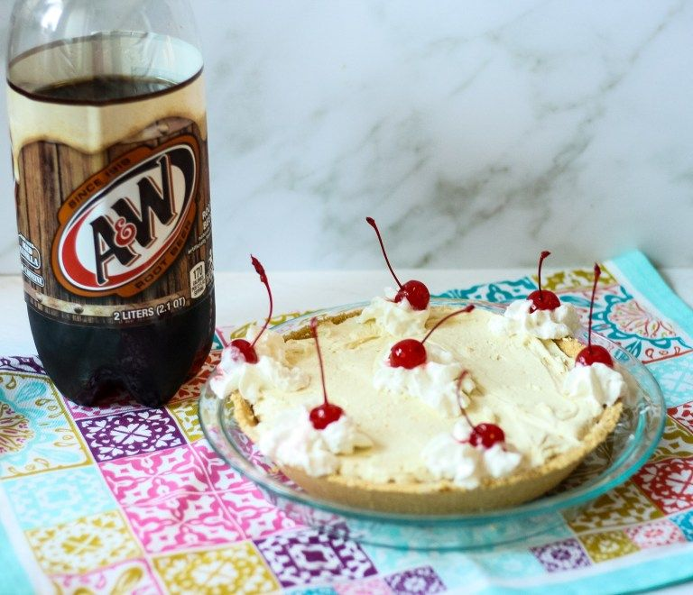 No Bake Root Beer Float Pie - Momma Lew #rootbeerfloat