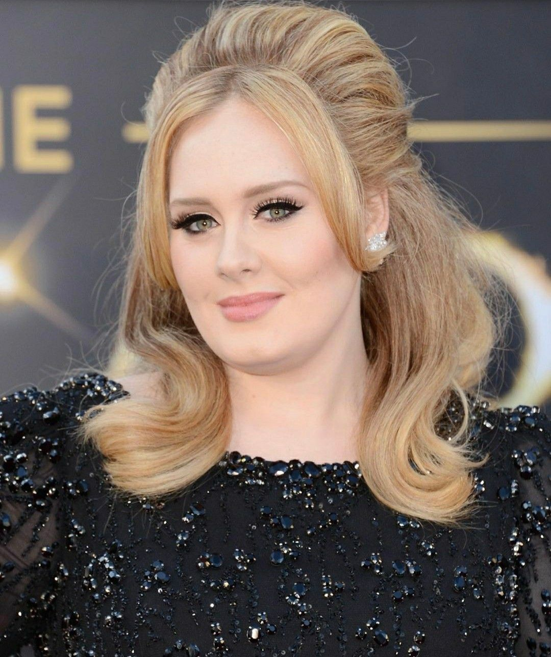 Untitled In 2020 Thick Hair Styles Oscar Hairstyles Adele Hair
