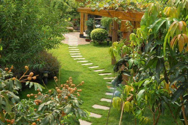 Gehweg Anlegen Ideen Garten Steinplatten Rasen Gartenlaube ... Garten Neu Anlegen Getalten Garten Jahreszeit