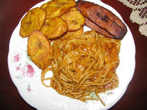 espaguetis con fritos verdes y maduros  Comida Dominicana  Comida dominicana Recetas dominicanas Recetas
