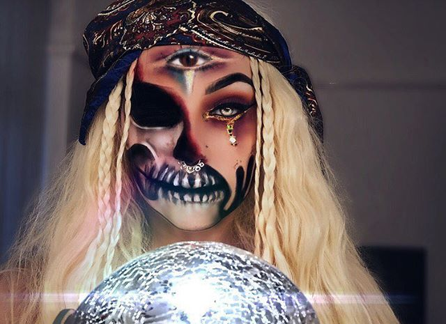 Halloween Fortune Teller Makeup.Vampfangs Com Scary Fortune Teller Amazing And Creative Halloween