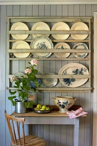 Cottage Style – Blue and White Home #plateracks Cottage Style – Blue and White Home