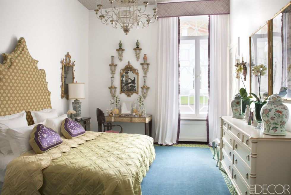 House Tour A Weekend Home Stays True To Its Royal Roots Blue Dinning Room White Wall Bedroom White Rooms