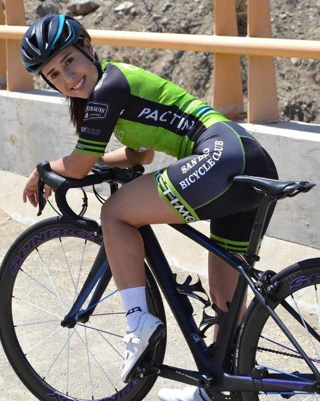 Curves And Lines Women And Bikes Female Cyclist Cycling Girls