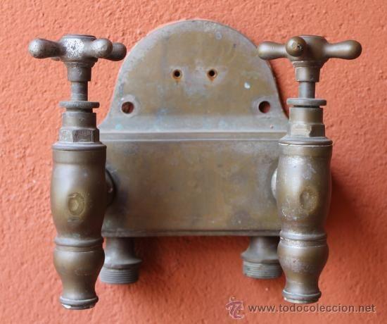 Rara pareja de grifos antiguos 4 kg de peso metal color for Grifos de metal