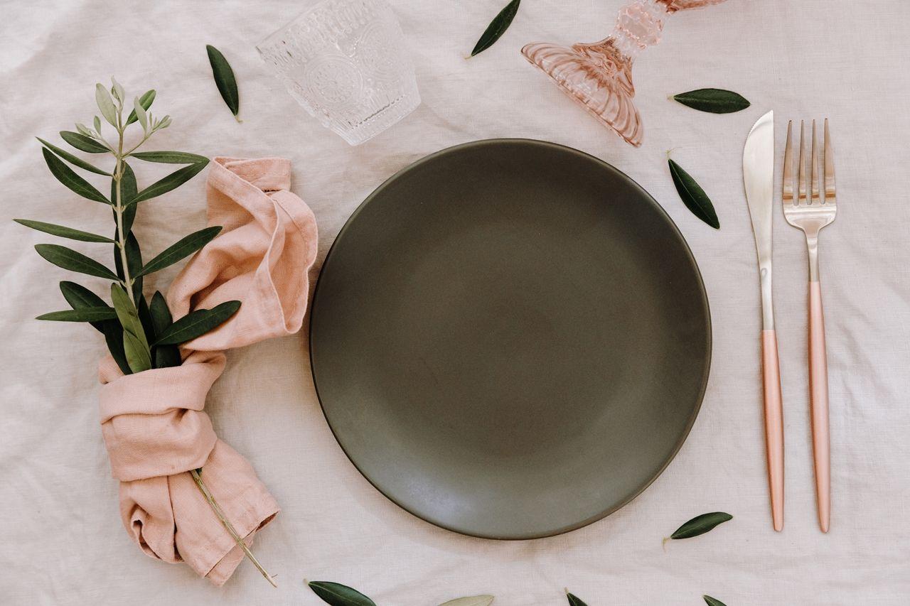 Dekoracja Stolu Serwetka Serwetki Rozowy Rustykalny Rustykalnewesele Dekoracjastolu Kwiaty Rosl Kitchen Tablecloths Easter Table Easter Table Settings