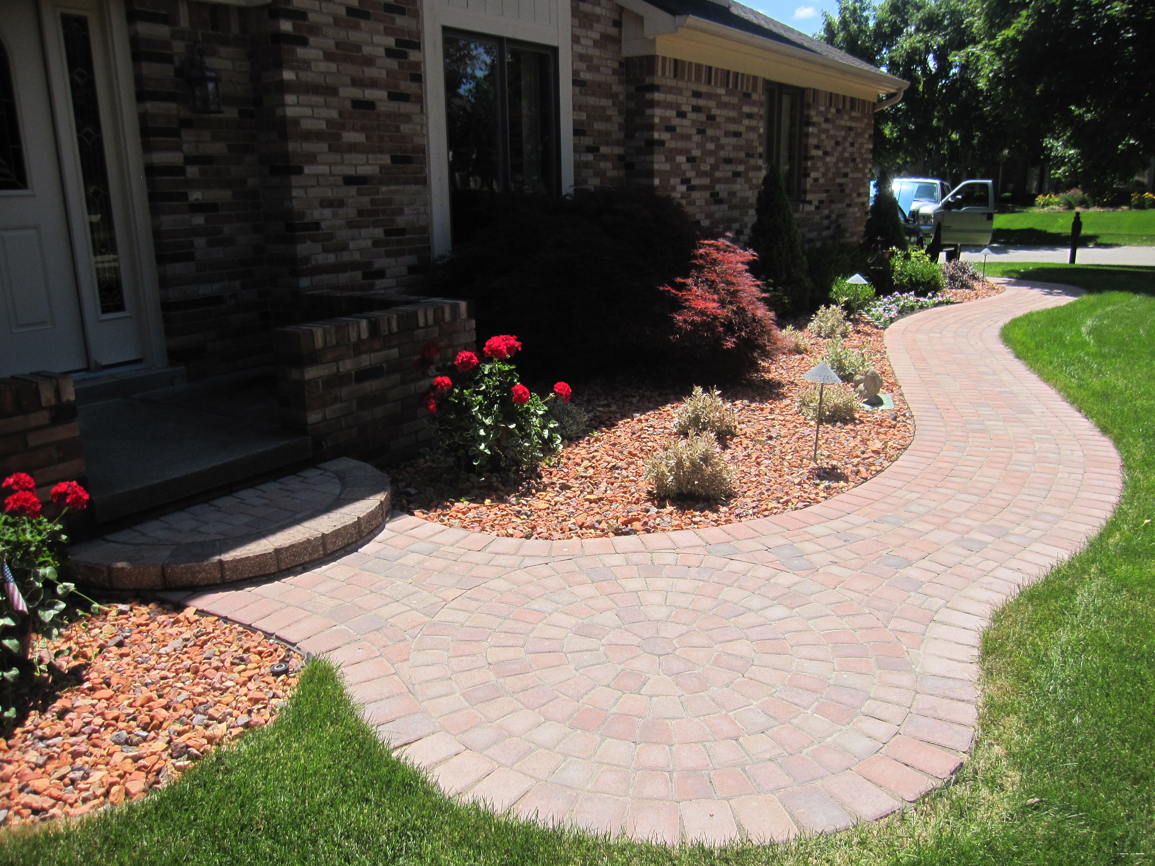 Enchanting Small Garden Landscape Ideas With Stepping Walk: Brick Paver Walkway With Circle Step And Small Patio