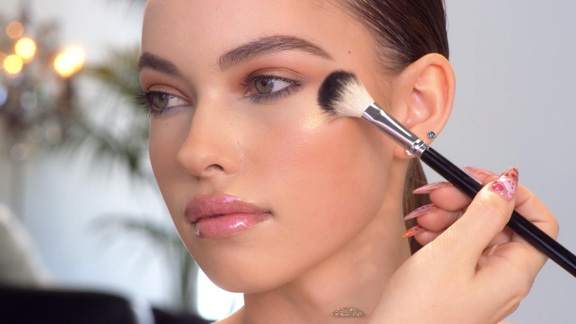Loose Highlighter in So Hollywood -   16 makeup Sencillo brown eyes ideas