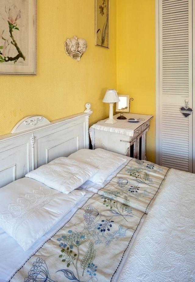 peinture-murale-couleur-violette-couleur-jaune | chambre adulte ... - Peinture Murale Pour Chambre Adulte