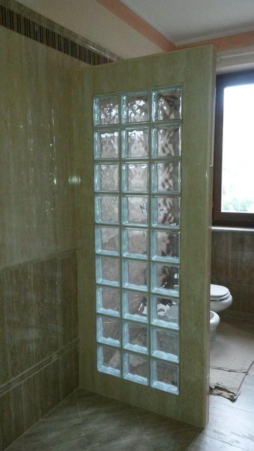 Risultati immagini per pareti vetrocemento mobili casa - Box doccia vetrocemento ...