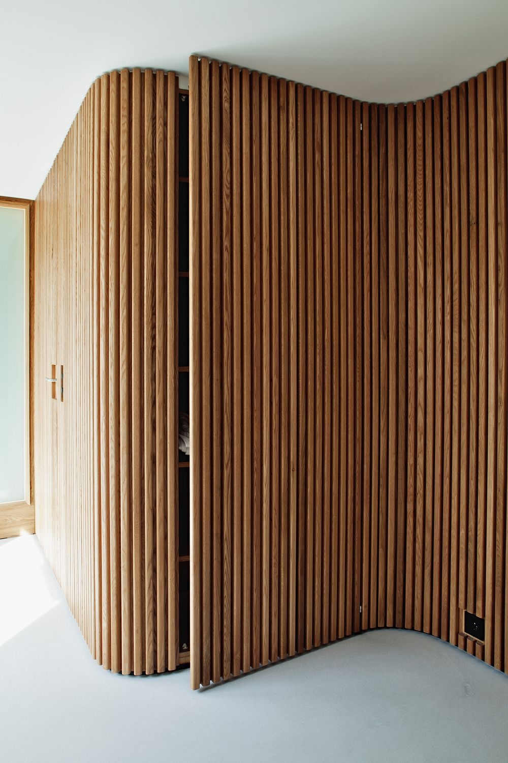 Lund slaatto villa kildeveien interior barn doors for Curved wall