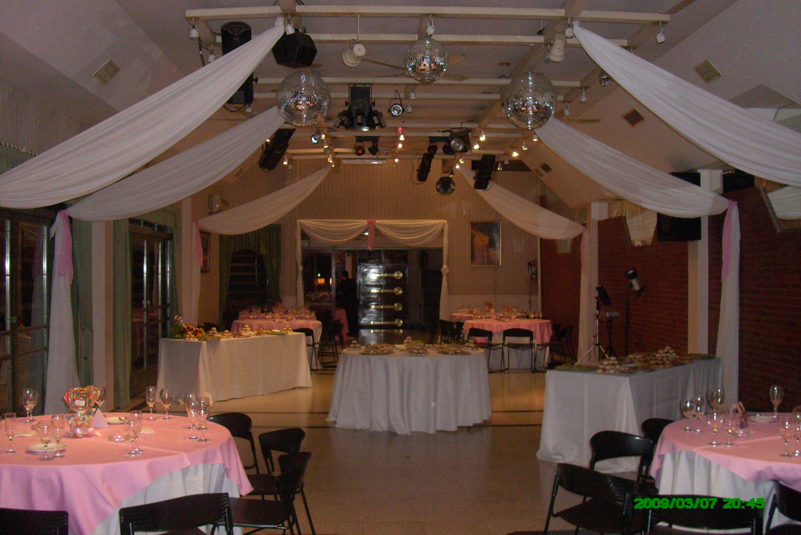 Decoracion de salones con telas para 15 a os buscar con for Decoracion sencilla habitacion nina