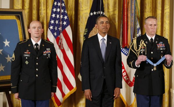 MEDAL OF HONOR CEREMONY | President Barack Obama stands next to Medal of Honor recipient U ...