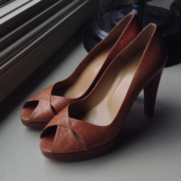 "Stuart Weitzman Camel Brown leather heel size 10.5 Stuart Weitzman Women's size 10.5 Camel Brown leather, peep toe, 5"" heel, 1"" platform, Gently worn pre-owned shoe, little signs of wear. Stuart Weitzman Shoes Heels"
