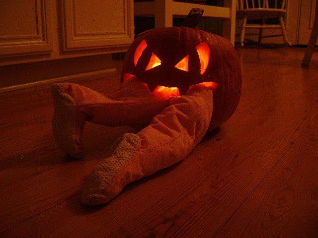 pumpkin eating man I am soooooooo doing this on the frot porch