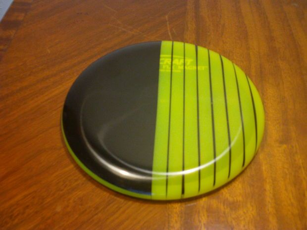 Disc Golf Disc Dyeing Tutorial: Cheap DIY Golf Disc Designs Using Electrical Tape #dyeingtutorials