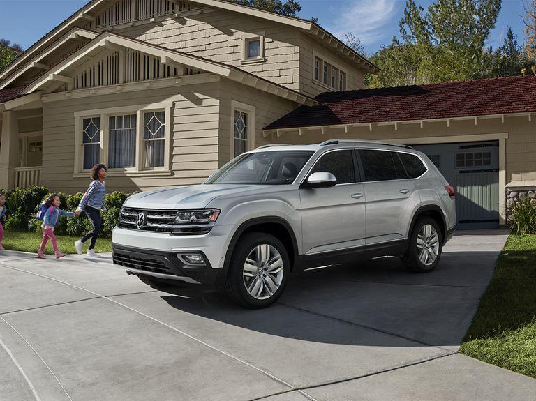 2020 Volkswagen Atlas Review Pricing And Specs Best Suv Volkswagen Best Family Cars