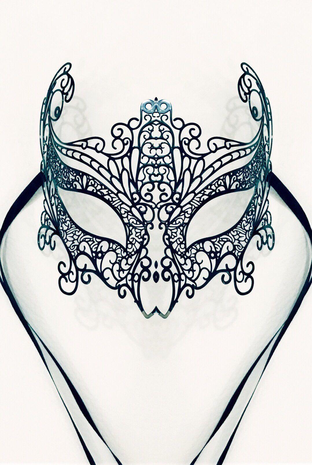 Per quanti minuti della giornata io sono io? Per quanti altri replico una maschera, un gesto imposto da un regista che non si vede e che ignoro? - Gesualdo Bufalino - #carnival #lifestyle #mylife #fashion #rock