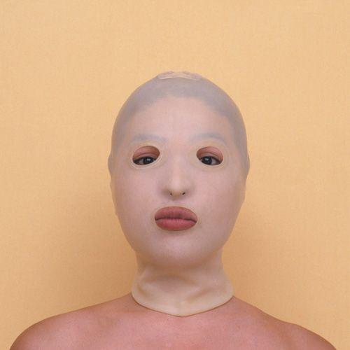Kimiko Yoshida X A pele que habito ( filme )