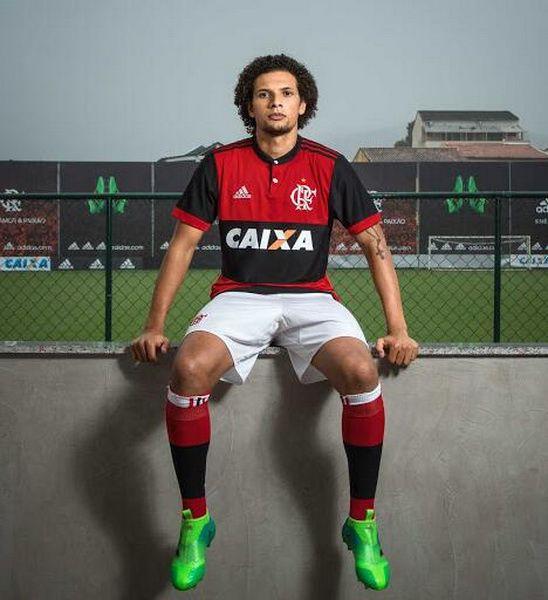 Nueva camisetas de CR Flamengo 2017 2018 para la próxima temporada parece haber sido realsed en el Internet.