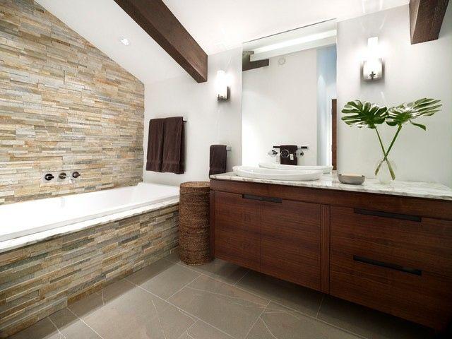 Badezimmer Dachschräge Badewanne Verkleidet Waschtisch | Fliesen ... Bad Dachschrage Modern