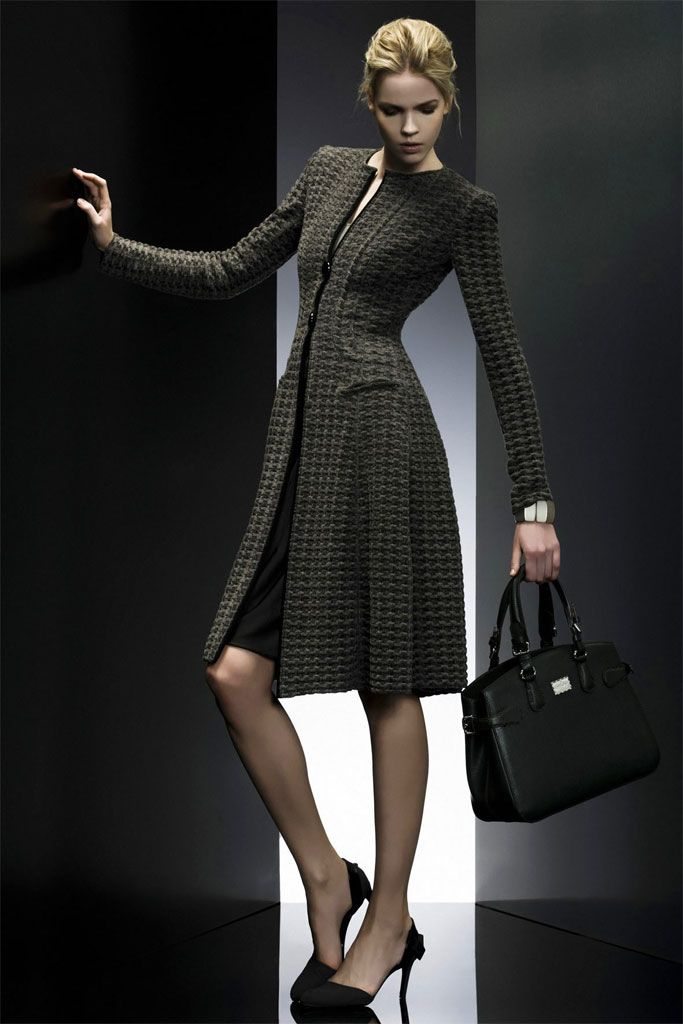 #12 from the Pre-Fall 2009 Runway collection by Giorgio Armani (© 2009)