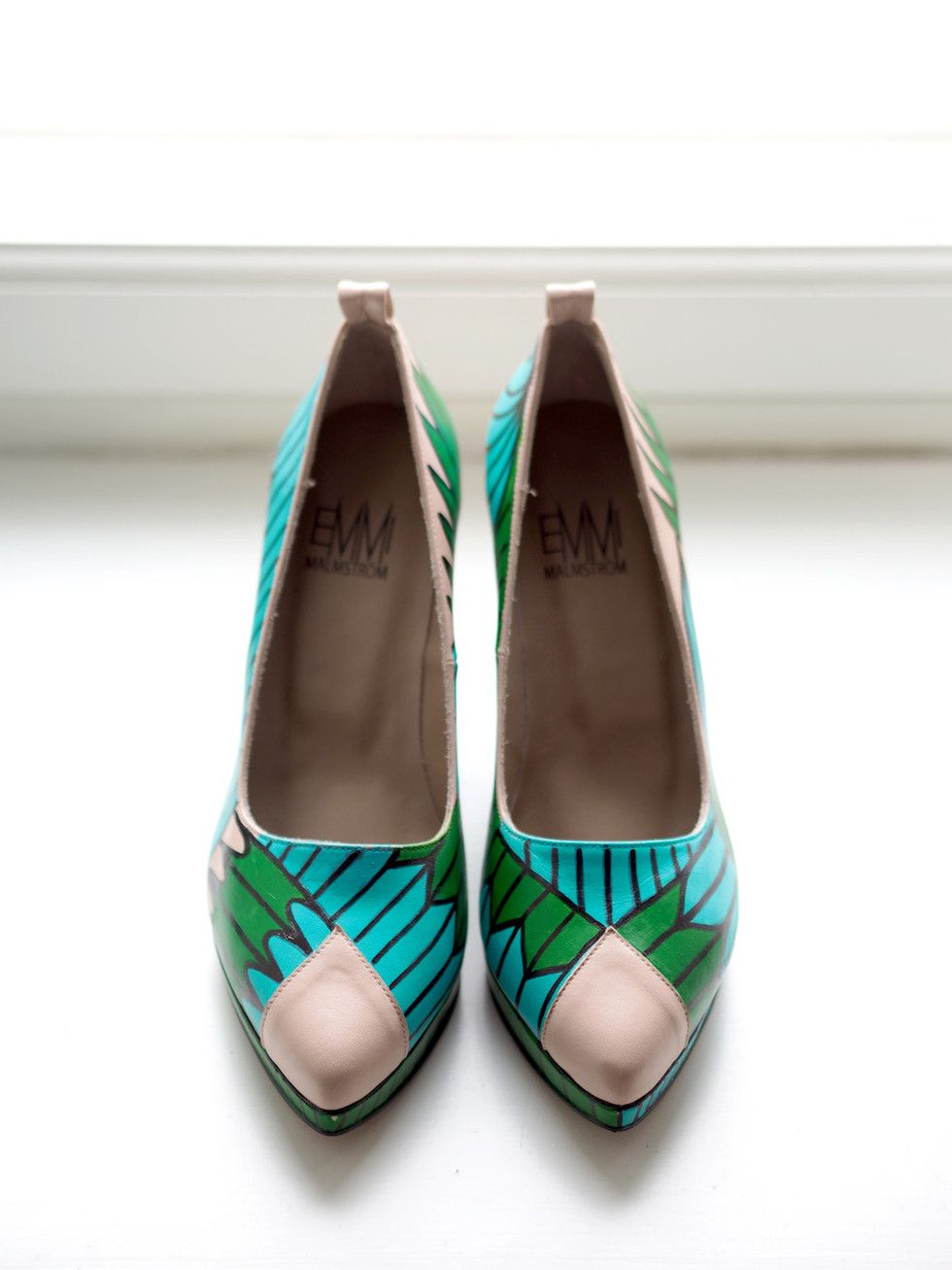 Amazing hand painted shoes by Emmi Malmström | Photo: Pupulandia
