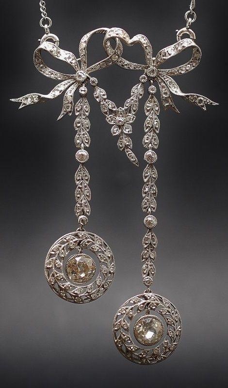 A Belle Epoque Négligé pendant necklace, ca 1910.