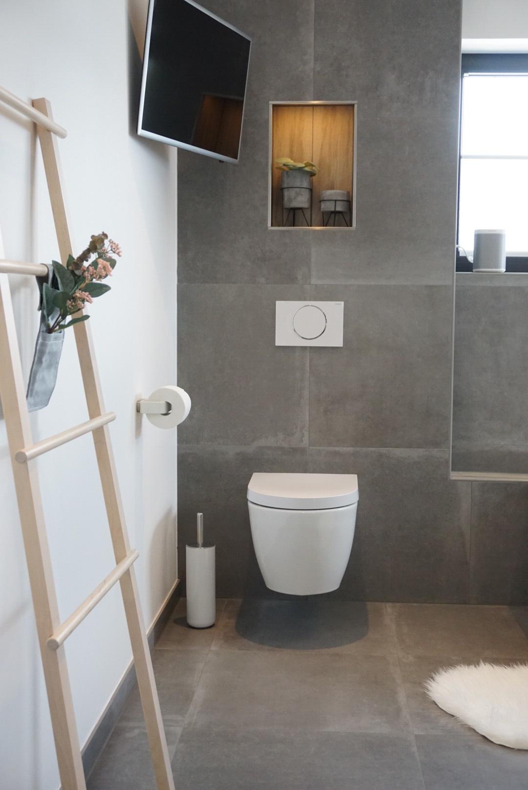 Badezimmer Ideen Von Heike Heikes Homestory Auf Instagram Die Modernen Badezimmerfliesen In Kombination Mi Badezimmer Badezimmer Fliesen Badezimmer Sanitar