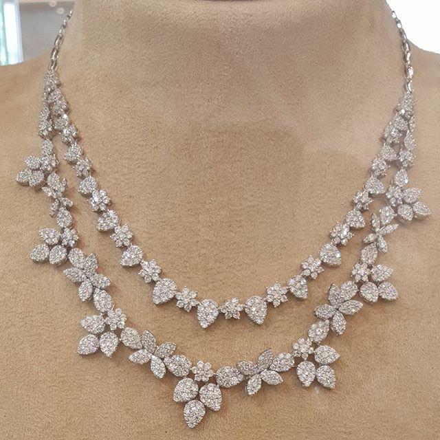 طقم ذهب ابيض عيار 18 مجوهرات مجوهراتي أناقة ذهب مكة المكرمة الماس الالماس الماسة الموضة الجمال الأناقة هدي Jewelry Diamond Necklace Designs Diamond
