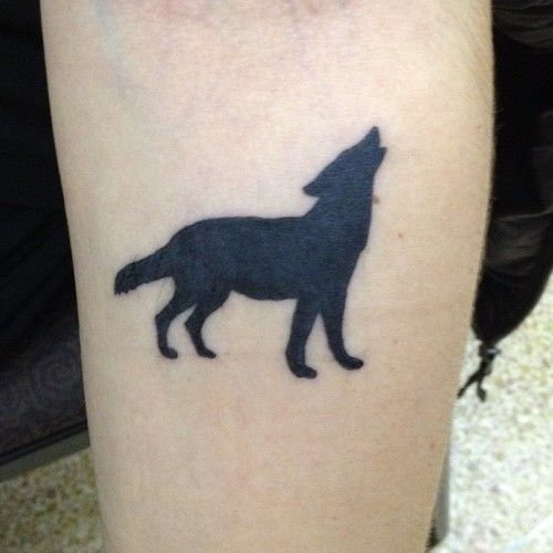 Pin By Stephanie On Ink Simple Wolf Tattoo Small Wolf Tattoo Wolf Tattoo