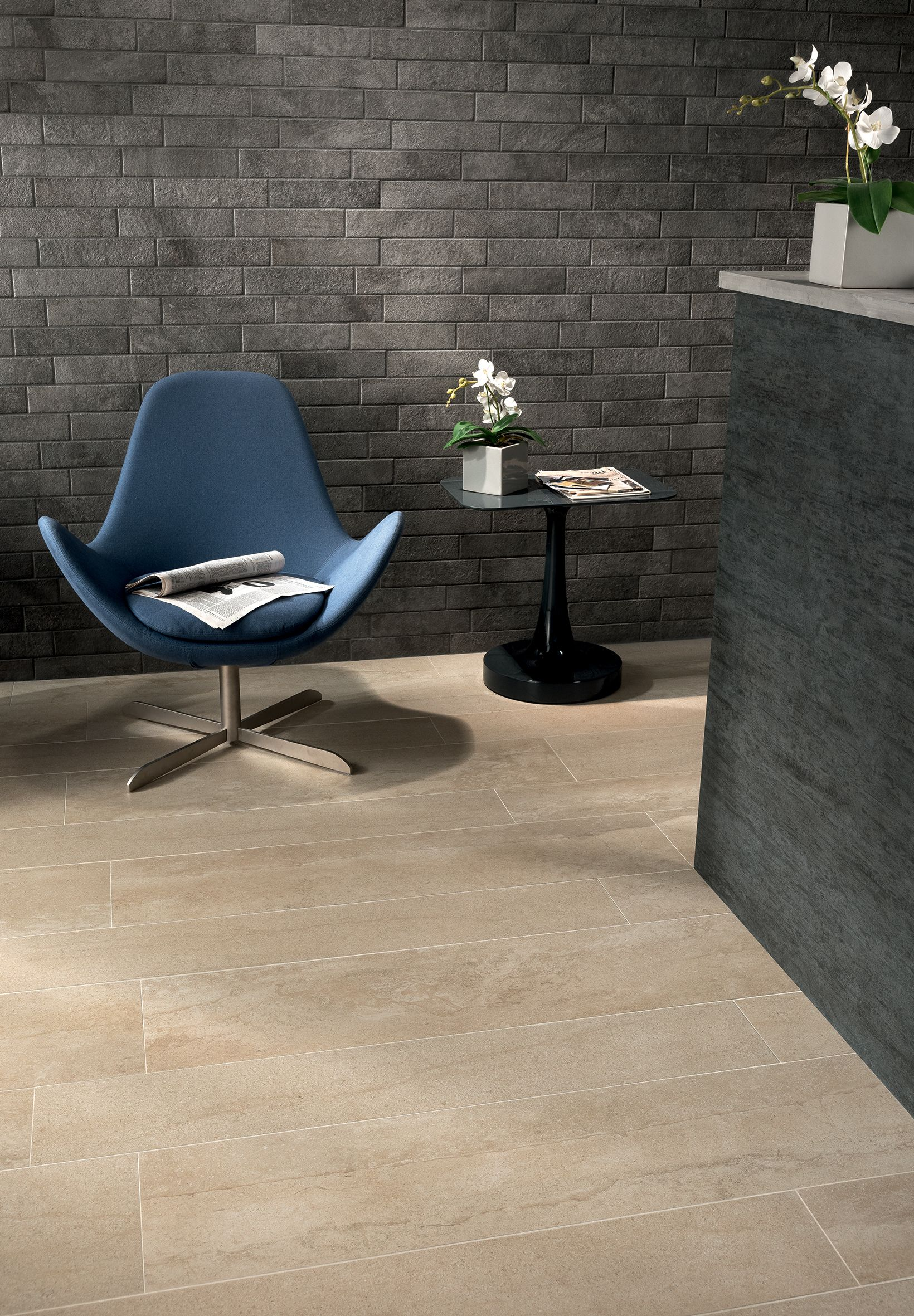 Portraits is a collection that can offer architectural solutions for floors and walls of residential and commercial projects. #stonelook #stone #effect #ceramichecaesar #caesarceramics #tiles #tozeur #tunisia #inspiration #landscapes #reception #studio #d