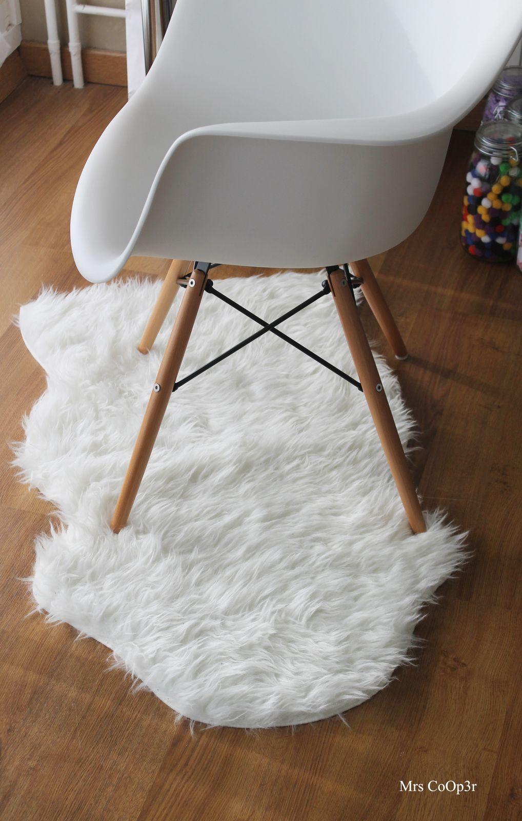 tapis imitation peau de mouton ikea d co furniture. Black Bedroom Furniture Sets. Home Design Ideas