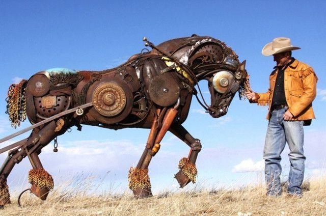 J'aime le travail de John Lopez qui recycle de vieux outils pour les faire revivre en animaux de ferme plus vrais que nature.