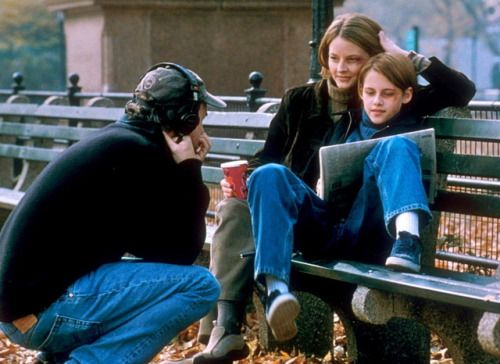 David Fincher directing Jodie Foster and Kristen Stewart on the set of Panic Room which was released 15 years ago today.