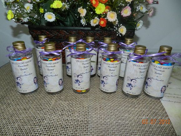Frasco de vidro com 60 ml Tampa em rosca dourada ou prateada rotulo em papel fotografico Pedido minimo e 30 unidades R$4,20