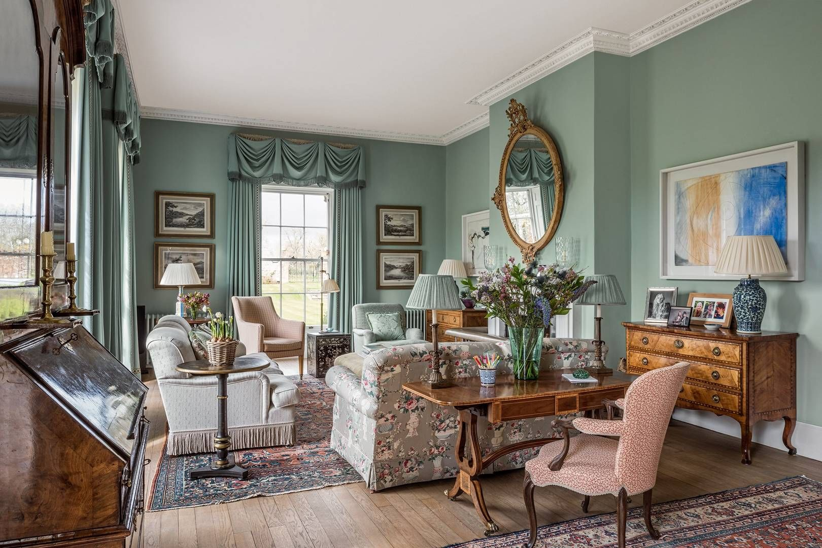 old style living room - Google Search | Mansion living room
