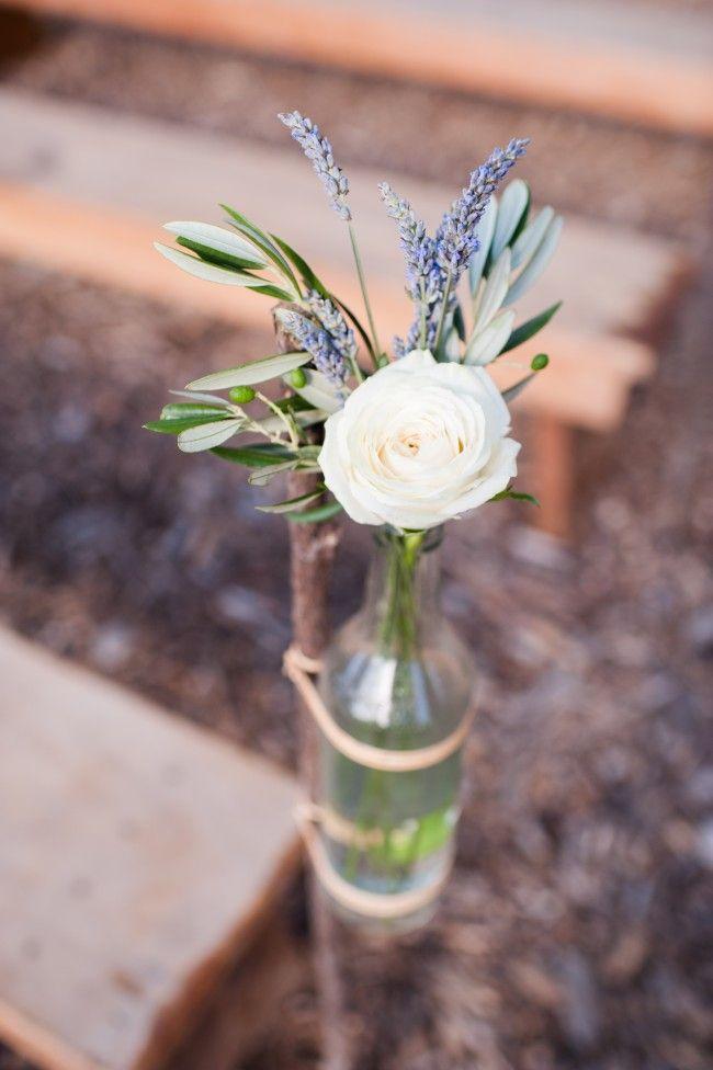 Blumendeko mit wei en rosen lavendel und olivenzweig - Griechische tischdekoration ...