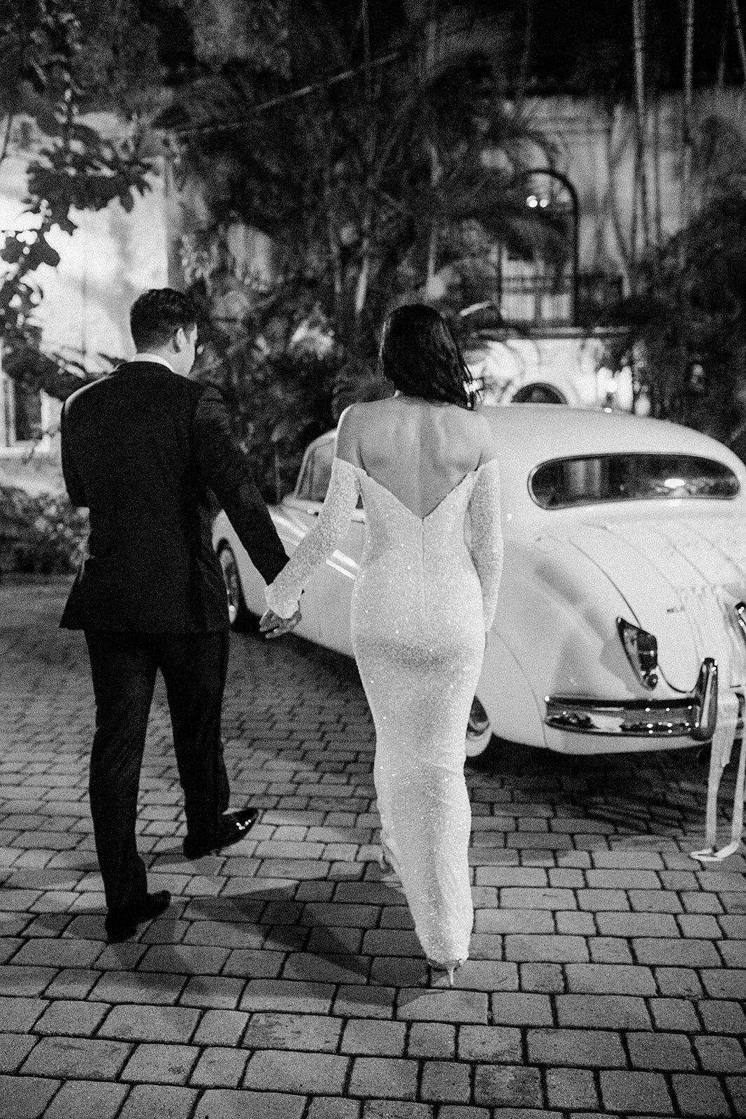 Romantic black and white photo of the bride and groom blackandwhitewedding blackandwhitephoto brideandgroom justmarried wedding romanticwedding