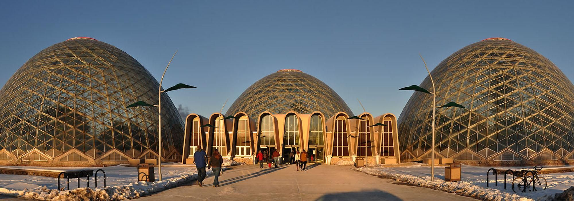 Milwaukee_MitchellParkDomes_hero_01_mapiodotnet.jpg