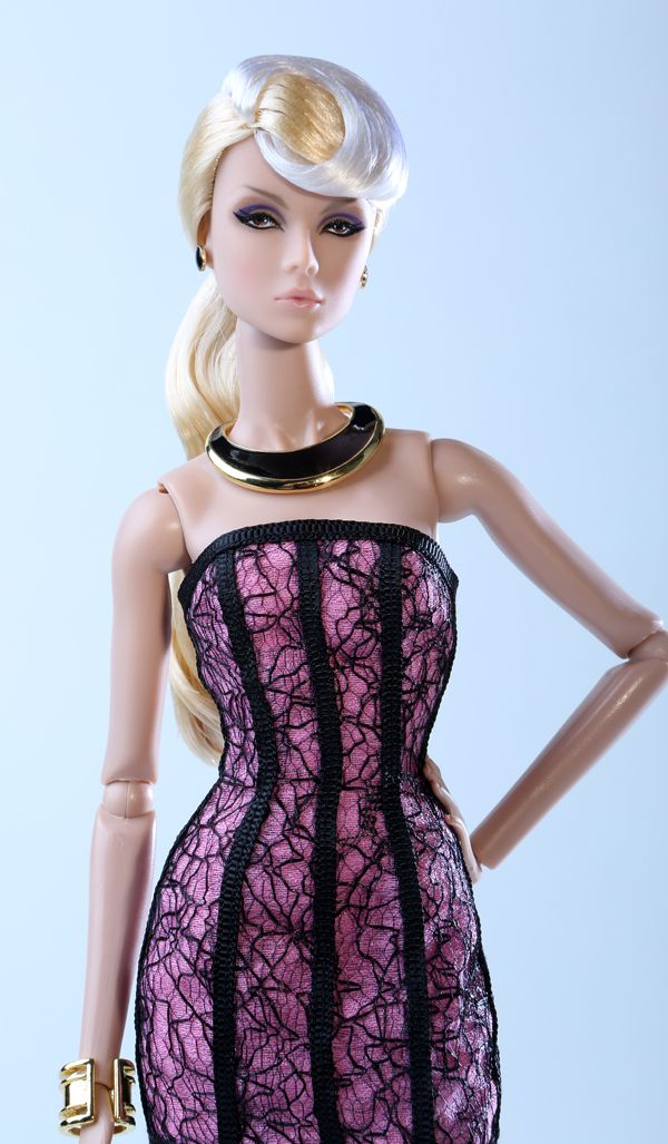 The Fashion Doll Chronicles: Never Ordinary Eden and Lilith - the third official W Club exclusive!