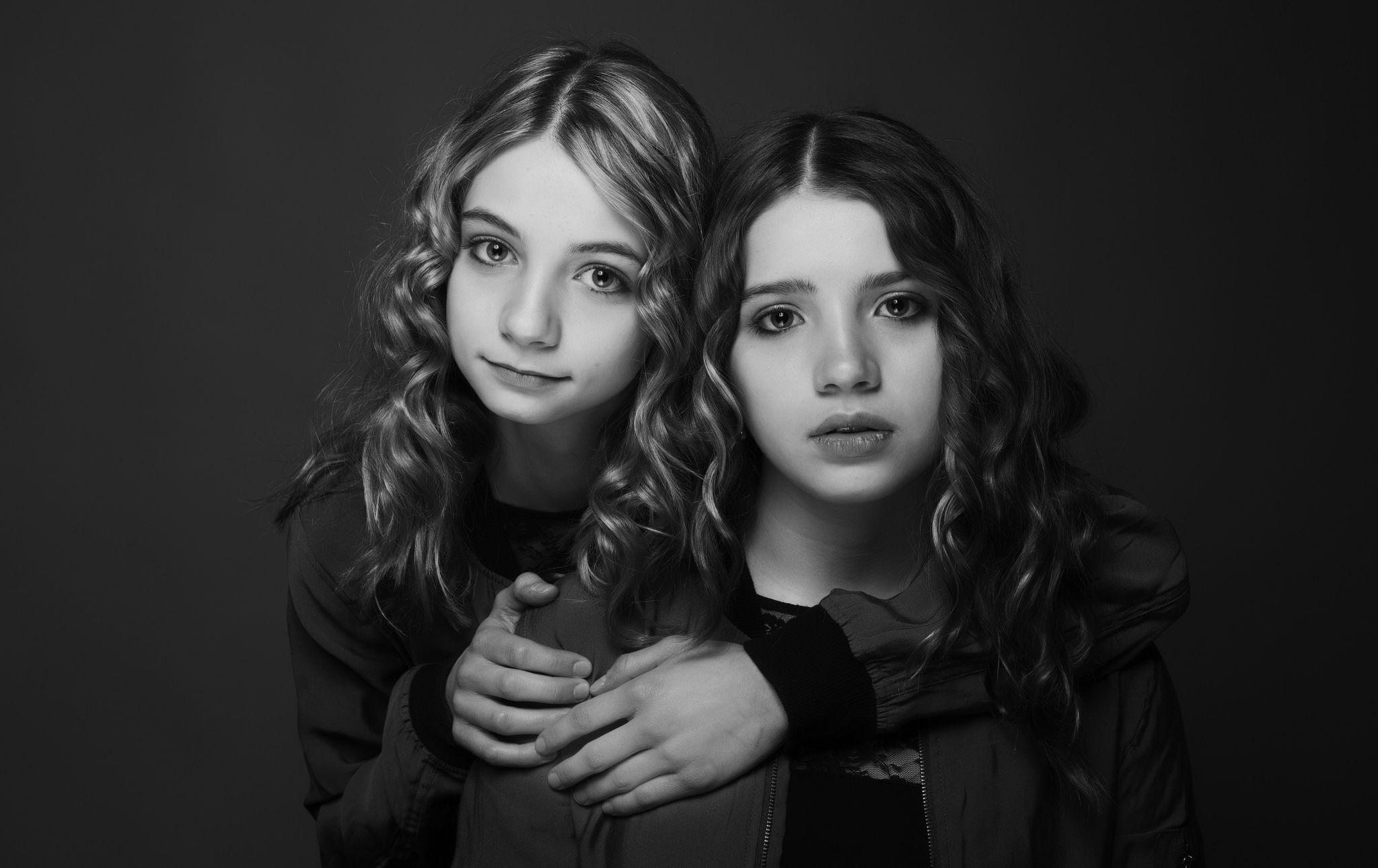 https://flic.kr/p/TuyqW9   sisters   Studio work