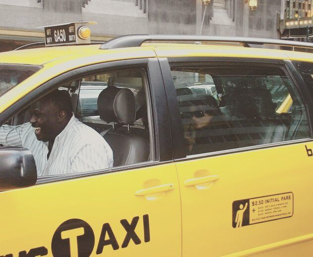 I spot a #celebrity! Throwback to 2008; where I caught #PaulaAbdul leaving #WaldorfAstoria on the #UpperEastSide. Look how happy the driver is! #ThisIsNewYorkCity #nycandtours #turistinewyork #sightseeing #concierge #services #Tours #NewYork #nyc #ny #thebigapple #seemycity #taxi #tlc #taxicab #cab #yellowcab #dansk #danish