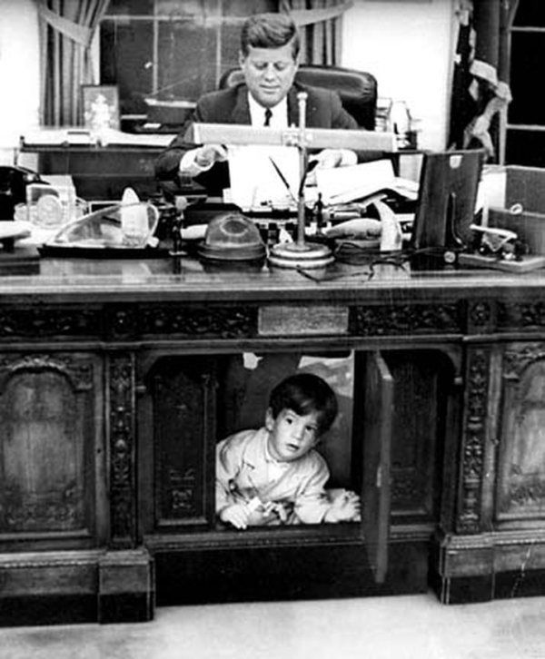 the oval office desk. John F. Kennedy And Son, Jr. / In The Oval Office At White House, Most Famous Pictures Of This Very Historical Desk