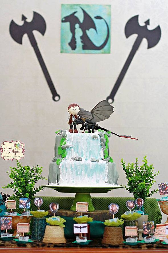 The cute Hiccup and Toothless cake was the centerpiece of the table and it was definitely a showstopper!