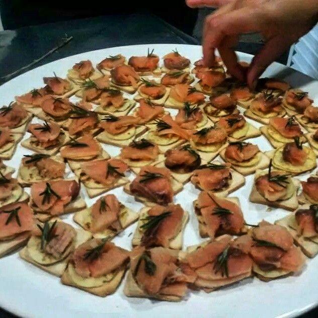Blinis com salmão e alecrim