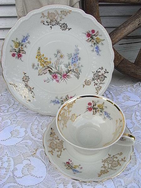 Vintage Sammeltassen - romantische Sammeltasse Chippendale Streublümchen