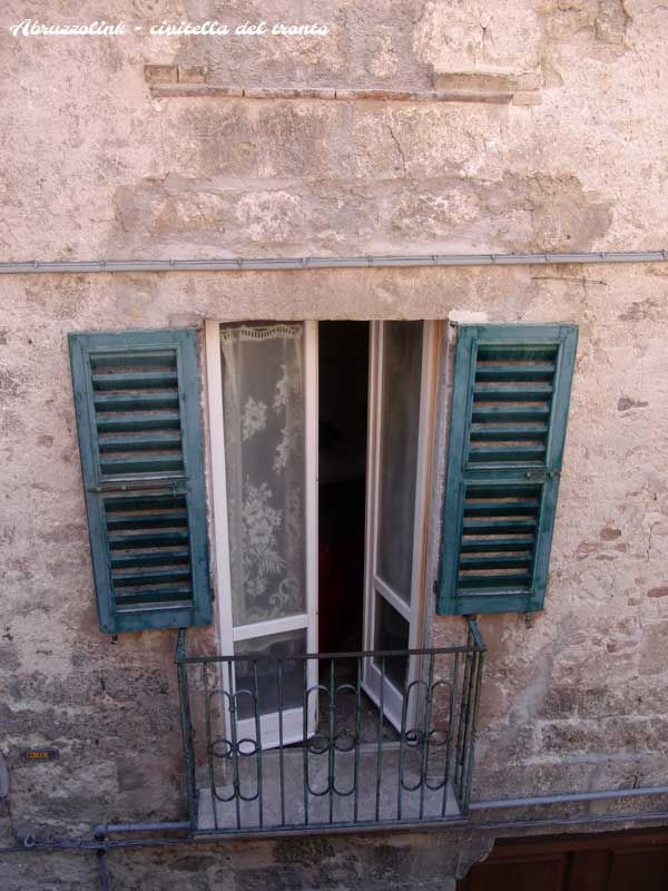 Window and balcony.  #viviabruzzo www.abruzzolink.com