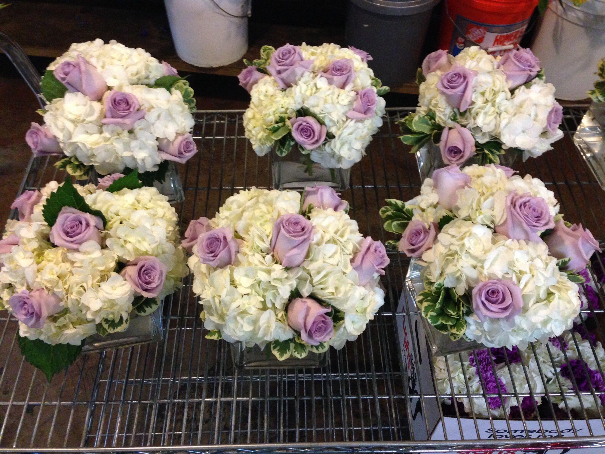Centerpiece dining tables white hydrangea lavender