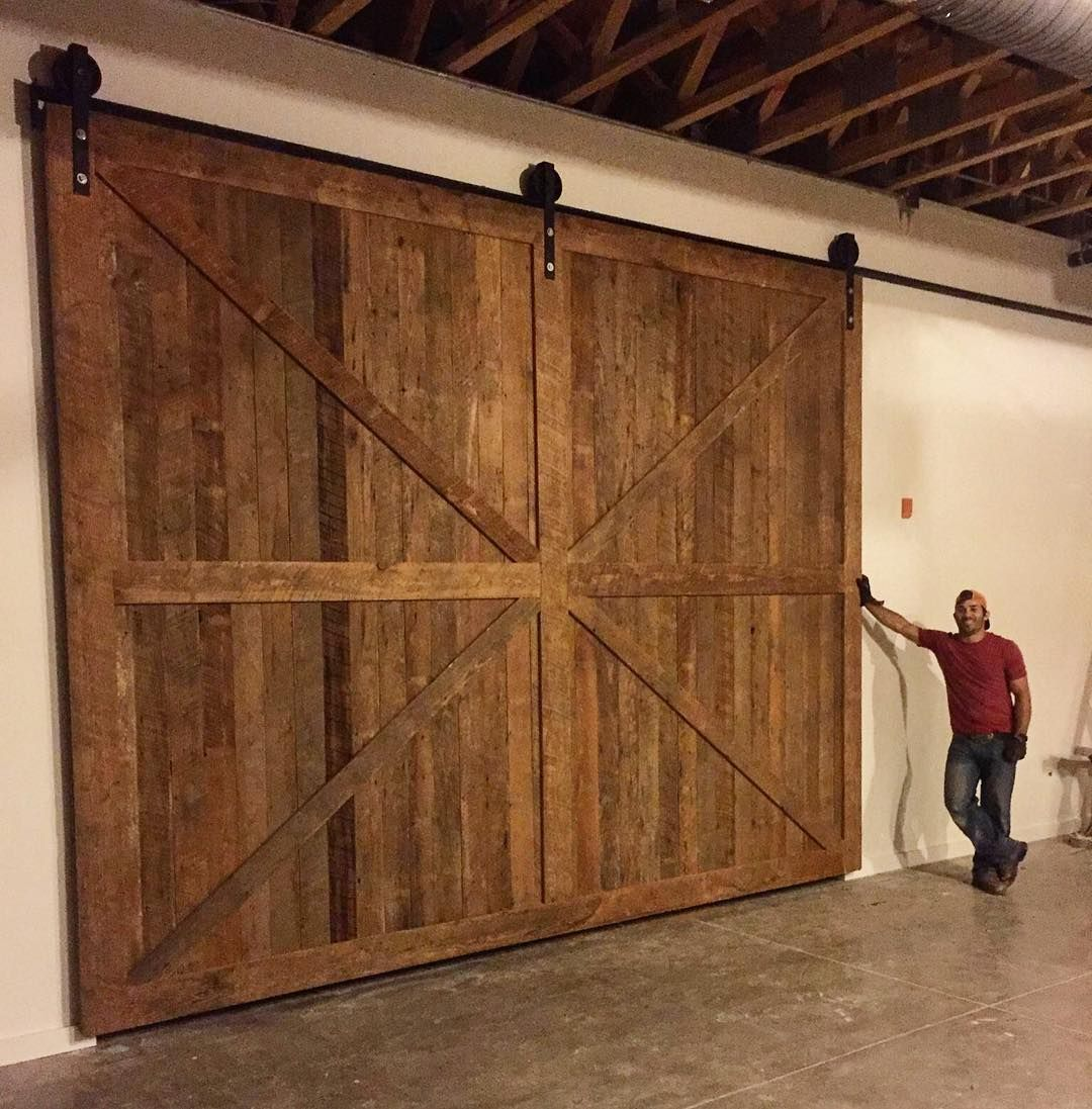 Giant Sliding Barn Door Reclaimedwood Barn Sliding Barn Door Barn Door Lumber